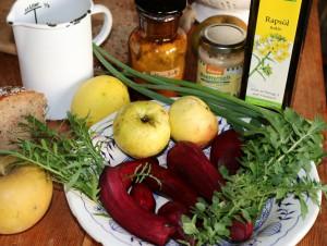 Zutaten für Brotaufstrich: Rote-Beete-Meerrettich-Apfel-Kräuter